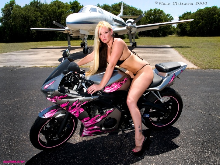bike-babe-wallpapers_21732_1600x1200