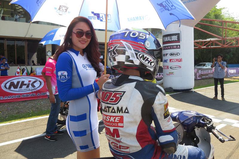 UMBRELLA GIRL YAMAHA CUP RACE MAKIN BIKIN PANAS SUASANA BALAP….SEXY ...