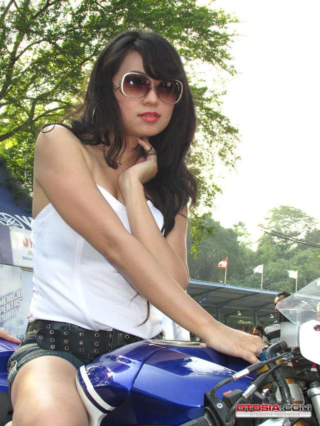 model-20140610-007-otosia