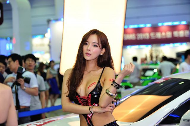model_seoul_auto_salon_part_2-20140524-008-editor