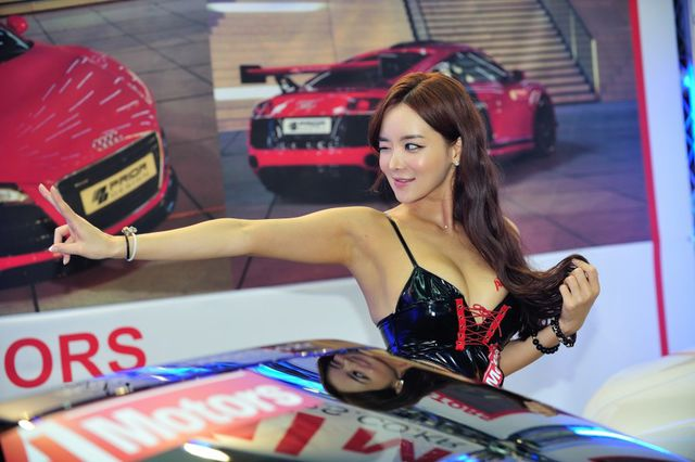 model_seoul_auto_salon_part_2-20140524-021-editor