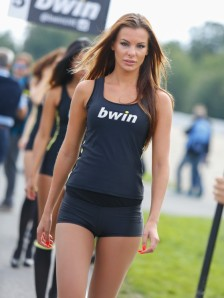 3_paddock-girls__gp_6942_slideshow