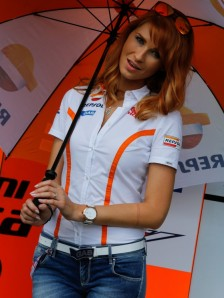 9_paddock-girls__gp_5354_slideshow