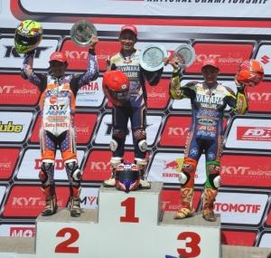 Fitriansyah-Kete-di-podium-pertama-race-kelas-110cc-seri-3-Indoprix-2014