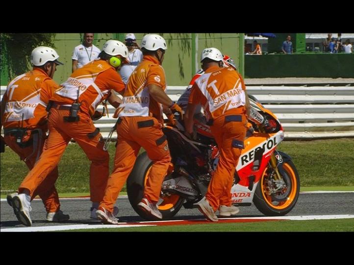 2014-rsm-motogp-race-marquez-postcrash2_slideshow