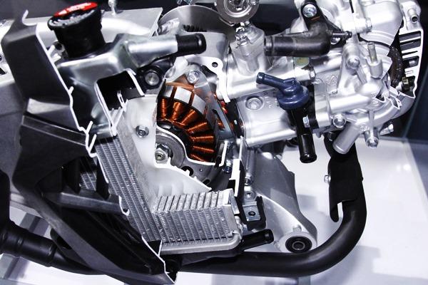 Perang Pasar Keluarga Yamaha Aeroxdan Honda Vario