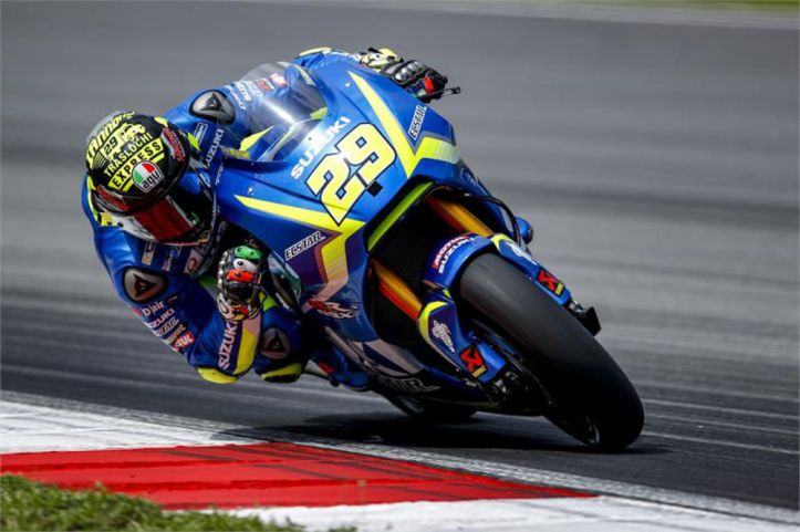 motogp-dont-look-back-iannone-suzuki-on-your-tail.jpg