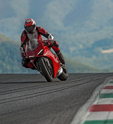 Panigale-V4S-Red-MY18-01-Carousel-Imgtext-Sicurezza-677x740