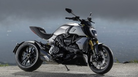 diavel-1260-s-my19-ambience-08-gallery-1920x1080